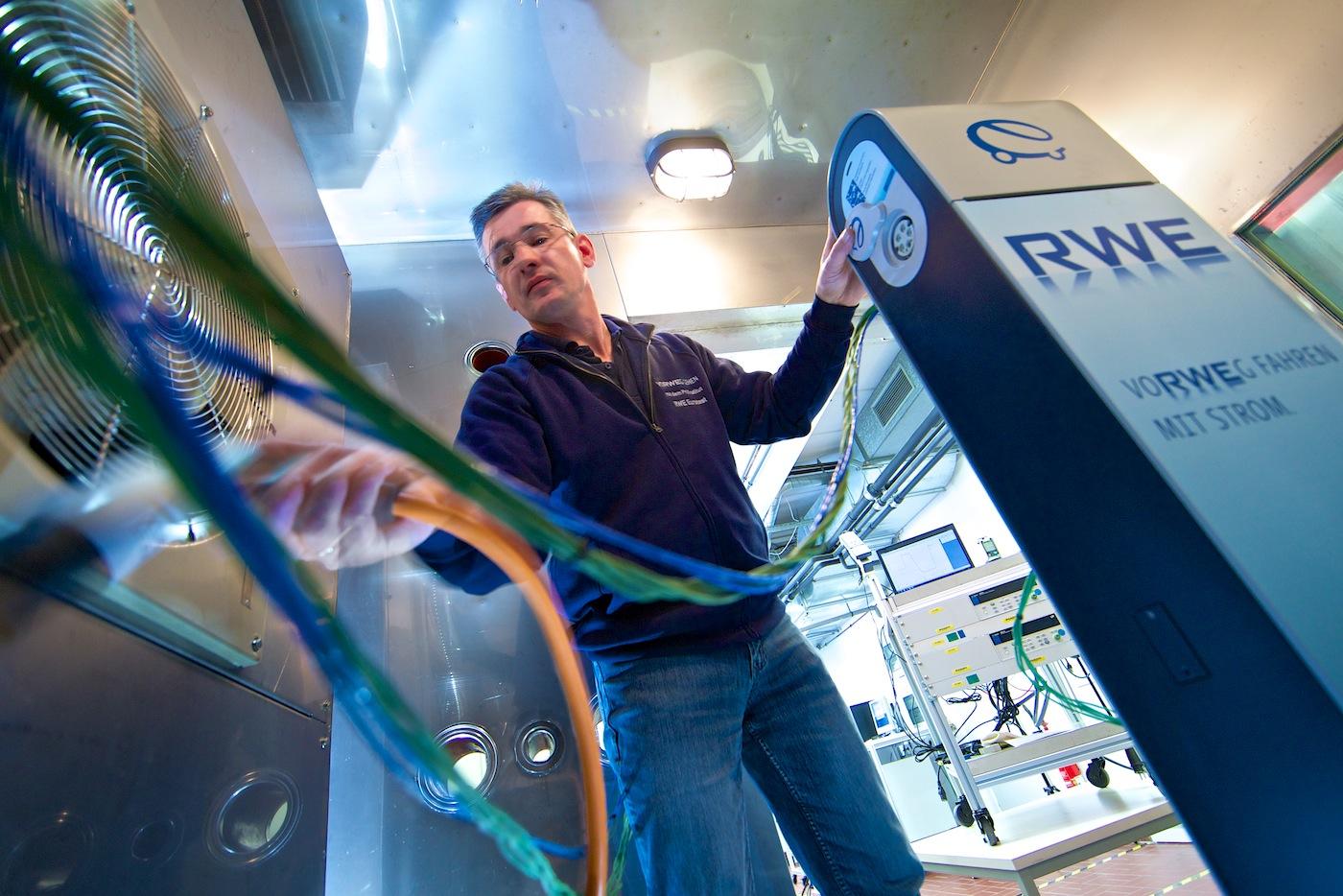 RWE | E-Tankstellen in der Klimakammer